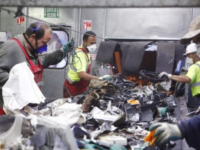 A control policy to guarantee recycling quality